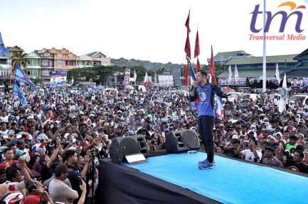 Komandan Komando Satuan Tugas Bersama (Kogasma) Partai Demokrat Agus Harimurti Yudhoyono (AHY) memberikan dukungannya kepada pasangan calon Gubernur dan Wakil Gubernur Sulawesi Tenggara Rusda Mahmud dan LM Sjafei Kahar. Sekitar 15.000 warga memadati Lapangan Lembah Hijau.