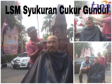 Pasca Penahan Bupati Mojokerto, LSM Cukur Gundul. Selasa (8/5/2018)