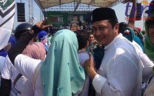 Calon Walikota Mojokerto saat berkampanye dengan pendukungnya. Minggu (13/5/2018)