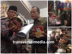 sidak Wakil Walikota Mojokerto dengan Dinas Kesehatan Kota Mojokerto bersama Disperindag dengan pihak yang terkait terbagi tiga tim satgas pangan. Selasa (5/6/2018)