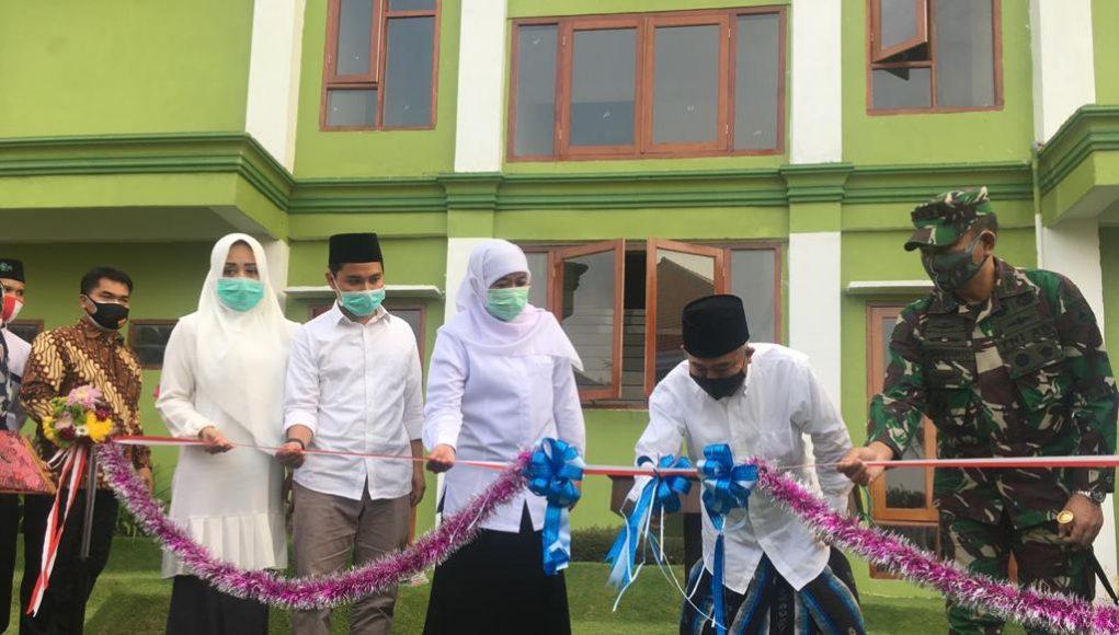 Gubernur Jatim, Kofifah meresmikan gedung Institut Pesantren KH. Abdul Chalim Mojokerto